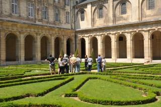 47029-caen-abbaye-aux-hommes-le-cloitre-ville-de-caen-francois-decaens-1200px-168
