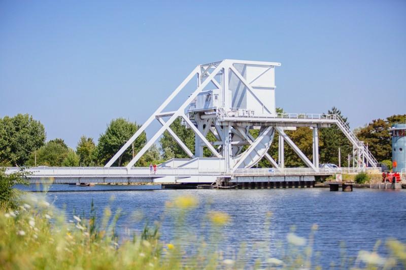 294732-pegasus-bridge-benouville-caen-la-mer-tourisme-les-conteurs-droits-reserves-office-de-tourisme-des-congres-1500px-819