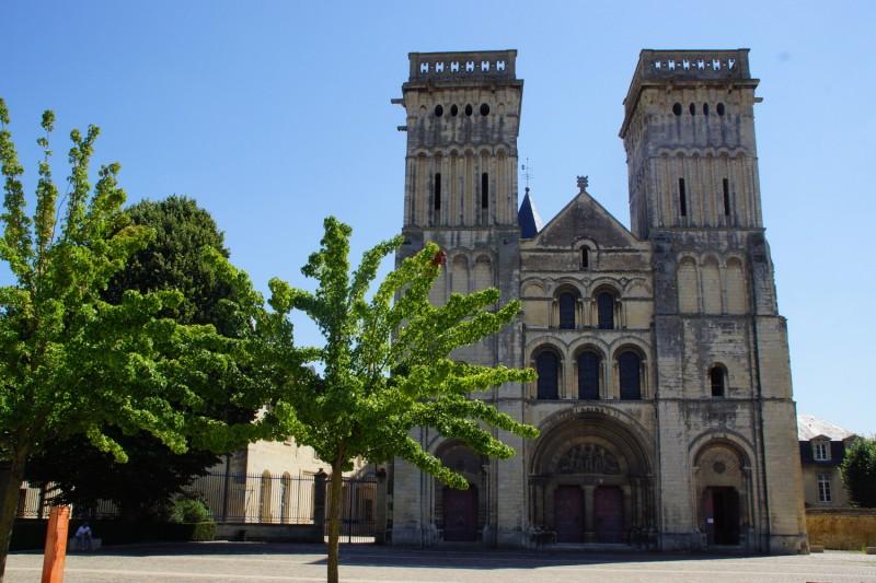 46848-caen-abbaye-aux-dames-parvis-de-l-eglise-saint-gilles-caen-la-mer-tourisme-melanie-maignan-1500px-160